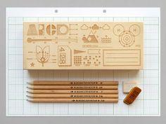 Estuche de lápices grabado con datos científicos | La Guarida Geek
