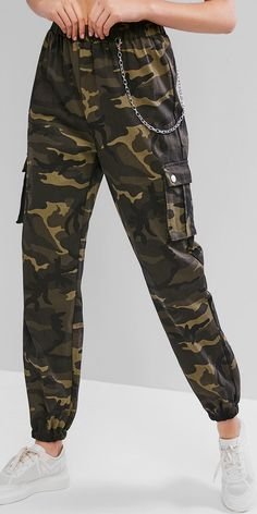 Cut with the adorable camo design for a modern look, these jogger pants are edgy with the chain hooked at the waist and the flap pockets at both sides for a utilitarian function, which is finished with the high-rise cut making it perfectly going with Camo Outfits, Edgy Outfits, Mode Outfits, Retro Outfits, Cute Casual Outfits, Girls Fashion Clothes, Teen Fashion Outfits, Outfits For Teens, Girl Outfits