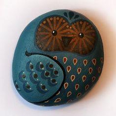 Lori-Lee Thomas - Fine Art & Illustration Blog: Rocks painted like owls.  Hot glue a magnet on the back.  More stuff for my owl fetish.  Yea!