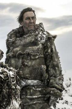 Mance Rayder, el rey más alla del Muro. Un desertor de la Guardia de la Noche que quiere llegar a los Siete Reinos.