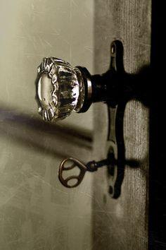 Glass door knobs and old keys Door Knobs And Knockers, Vintage Door Knobs, Antique Door Knobs, Glass Door Knobs, Vintage Keys, Vintage Doors, Antique Hardware, Old Doors, Windows And Doors