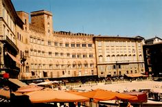 main piazza of Sienna where we had lunch and later the Palio was taking place - Italy