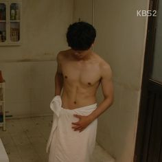 Yoon Si Yoon go naked for his new drama The Best Hit..OMG
