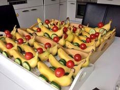 Dit+heb+je+nodig:+Bananen+Komkommer+Tomaatjes+Prikkers+Zo+maak+je+het:+Zie+voorbeeld+op+de+foto