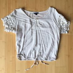 American Eagle Outfitters White Lace Trim Blouse American Eagle Outfitters White Lace Trim Blouse // Tie Bottom American Eagle Outfitters Tops Blouses