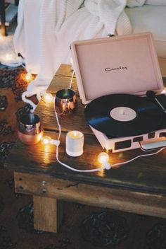 urban outfitters friendsgiving / blush pink record player