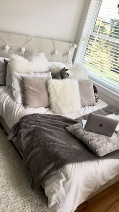 Unique Dorm Decor You Can Actually Afford. Unique Dorm Decor You Can Actually Afford. Unique dorm decor ideas are essential for creating the best dorm room possible! Here are a few unique ideas for you to use in your dorm room today! Cute Bedroom Ideas, Cute Room Decor, Room Ideas Bedroom, Bedroom Inspo, Girls Bedroom, Teen Room Decor, Master Bedroom, Pretty Bedroom, White Bedroom