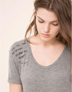 Pull&Bear - woman - t-shirts & tops - grey loose neck t-shirt with embroidered detail - grey marl - 09243322-I2015