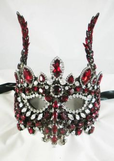 Would you wear this gorgeous glittering creation?