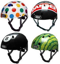 Capacetes divertidos!! Proteção tembém pode ser diversão!    Esses lindos capacetes na Nutcase ainda não estão disponíveis no Brasil, uma pena! =(    Mas servem de inspiração...    Site: http://www.nutcasehelmets.com/