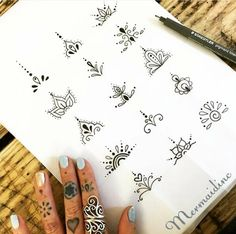 tattoo designs 2019 Amazing Henna Finger Tattoo Designs Ideas tattoo designs 2019 Flower designs are ideal for the hands and feet. Simple designs are from time to time the best option if you're on the lookout for pretty henna design… tattoo designs 2019 Toe Tattoos, Henna Tattoos, Mehndi Tattoo, Body Art Tattoos, Tattoo Toe, Ankle Tattoos, Cuticle Tattoos, Thumb Tattoos, Henna Tattoo Sleeve