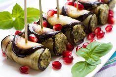 Gli involtini di melanzane al tonno sono un antipasto molto gustoso e semplice da preparare, da poter proporre anche in versione più ligh. Ecco la ricetta