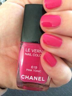 Pink nails Chanel Pink Tonic