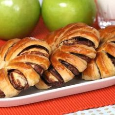 Braided Nutella Bread - This 3 Ingredient Nutella Braided Bread recipe is easy and delicious - Banana Nutella Crepes, Chocolate Crepes, Nutella Cheesecake, Braided Nutella Bread, Braided Bread, Butter Braids, Delicious Desserts, Dessert Recipes, Yummy Food