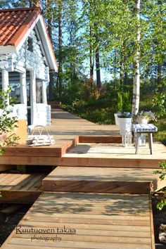 RUUTUOVEN TAKAA : Saunan terassi Summer Cabins, Summer Breeze, Farmhouse Ideas, Decking, House Front, Scandinavian Style, Old Houses, Finland, Summer Time