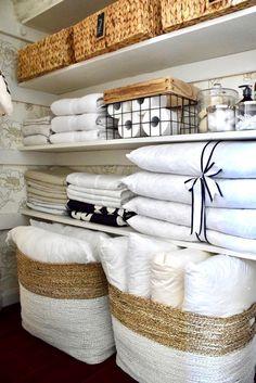 58 ideas for bathroom closet organization diy bedrooms Bathroom Closet Organization, Home Organisation, Small Bathroom Storage, Organization Ideas, Narrow Bathroom, Organize Bathroom Closet, Small Closet Storage, Bathroom Linen Closet, Towel Organization