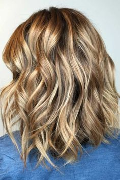 Another elegant and trendy option is Caramel Balayage. This shade appears especially flattering and dramatic with wavy hairstyles. It works best for ladies who have light or medium skin.