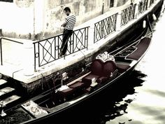 Venice Italy gondola -  Venice Italy gondola free stock photo Dimensions:2365 x 1774 Size:1.08 MB  - http://www.welovesolo.com/venice-italy-gondola-2/
