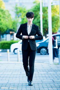 Imagine this guy as your prom escort wtf Lee Hyun, Hyun Woo, Lee Jong Suk, Cha Eun Woo, Cute Korean, Korean Men, Korean Actors, Kim Myungjun, Chanyeol
