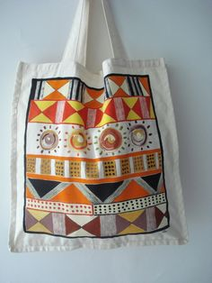 Bolsa tamanho grande, 45cmx45cm, em algodão cru, costura resistente para suportar peso, pintada a mão, ideal para presentes originais e personalizados. Útil para passeios, viagens e compras.