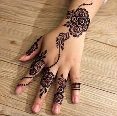 The mehndi provide uniqueness and attractiveness to your decorated design. In this article, you will see Simple Mehndi Designs For Beginners. Henna Hand Designs, Eid Mehndi Designs, Mehndi Designs Finger, Mehandi Design For Hand, Mehndi Designs For Girls, Mehndi Designs For Beginners, Stylish Mehndi Designs, Mehndi Designs For Fingers, Mehndi Design Images