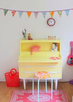 kids desk barbaras syslerier | Sunday in color