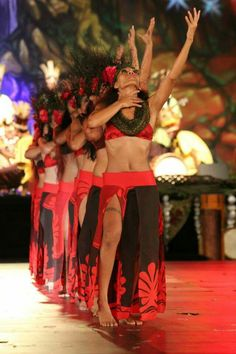 Hawaiian Goddess, Hawaiian Woman, Hawaiian People, Polynesian Dance, Polynesian Culture, Tahitian Costumes, Tahitian Dance, Afro Punk Fashion, Hawaiian Dancers