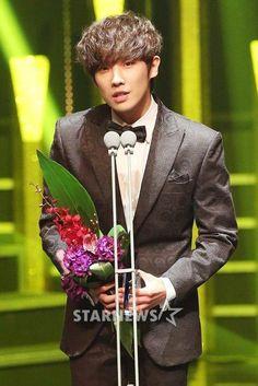 2015 Korea Drama Awards » Glad Lee Joon took an award this time for HITTG.