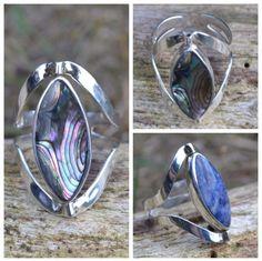 Twee ringen in een. Verstelbare zilveren ring met een parelmoer en een lapis lazuli steen. Gratis verzending in NL