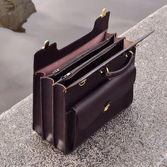 #leathercraft #handmade #briefcase #madeinrussia #leatherwork #handcraft #leatherbriefcase #englishbridle #leather #leathergoods #bespokeleather #handmadebriefcase #bespoke #leatherwork #luggage #madeinspb #bespokeluxury #leatherbag #madetomeasure #сделановроссии by gardegoods Leather Laptop Bag, Leather Briefcase, Leather Purses, Leather Shoulder Bag, Leather Wallet, Leather Bags Handmade, Leather Keychain, Leather Accessories, Leather Working