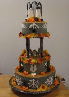 Torta di Halloween dedicata al matrimonio tra fantasmi in un cimitero