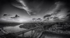sundown, Porto, Portugal - A B&W impression of a sundown in Porto, Portugal.