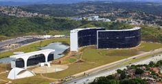 A Cidade Administrativa Presidente Tancredo Neves, em Belo Horizonte (MG), inaugurada em 2010, é a nova sede oficial do Governo do Estado de Minas Gerais. O complexo tem mais de 270 mil metros quadrados de área construída