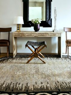 Bleached wood and distressed leather - Carlos Aparicio Photo: Manolo Yllera Leather Furniture, Home Furniture, Furniture Design, Unique Home Decor, Diy Home Decor, Interior Design Tips, Interior Decorating, Elle Decor, Floor Rugs
