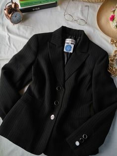 https://flic.kr/p/FLwoA1 | Blazer negro | T. 6. #MustHave #Clásico $700. COSA0010