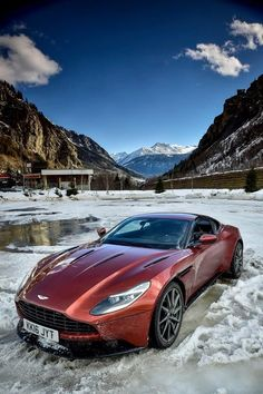 Aston Martin is known around the world as one of the premier luxury car makers. The Aston Martin Vulcan is a track-only supercar Jaguar, Dream Cars, Models Men, Peugeot, Porsche, Ferrari, Cool Old Cars, Aston Martin Db11, Muscle Cars