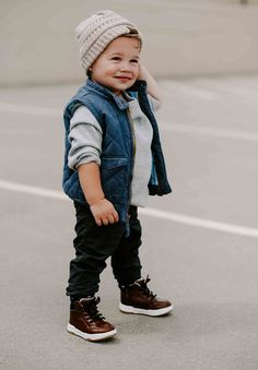 This post tells you everything you need for a toddler boy fall capsule wardrobe! This post tells Cute Baby Boy Outfits, Little Boy Outfits, Toddler Boy Outfits, Cute Outfits For Kids, Cute Baby Clothes, Toddler Boys, Babies Clothes, Babies Stuff, Boys Fall Fashion