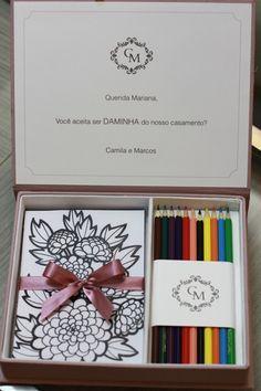 Caixinha para colorir para daminhas e pajens da Papel a la Carte - Divulgação