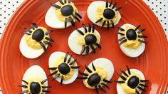 Spider Eggs (aka: dressed up deviled eggs) Halloween party decorations Halloween Fingerfood, Halloween Treats For Kids, Healthy Halloween Snacks, Halloween Appetizers, Healthy Treats, Holiday Treats, Holiday Recipes, Halloween Games, Halloween Party
