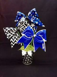A Bow-quet - super cute table decoration for #cheerleading