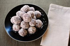 Family Friendly Chocolate Rum Balls *gluten free* // Pureharvest