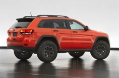 Jeep already sells the 2013 Grand Cherokee TrailHawk. Now they unveiled a concept of Jeep Grand Cherokee Trailhawk II. This beast packs and a diesel. Auto Jeep, Jeep New Suv, Mopar Jeep, Jeep Wk, Jeep Srt8, Jeep Cherokee Trailhawk, Jeep Trailhawk, Suv Trucks, Suv Cars