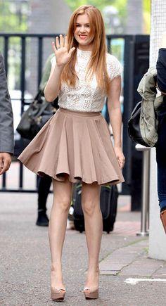Isla Fisher Rocks an Adult Sized Barbie Skirt Isla Fisher, Girl Crushes, Fashion Outfits, Womens Fashion, Beautiful Actresses, Gorgeous Women, Mini Skirts, My Style, Girl Celebrities