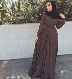 hijab style outfits حفصة Stores that normally have higher end furniture also have discount furniture Modern Hijab Fashion, Hijab Fashion Inspiration, Islamic Fashion, Abaya Fashion, Muslim Fashion, Modest Fashion, Hijab Style Dress, Hijab Chic, Style Outfits