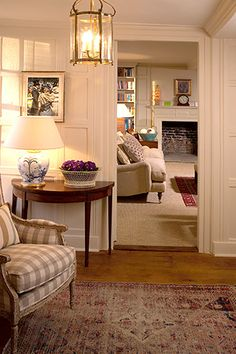 This type of country cottage decorating ideas is surely an inspiring and top notch idea English Cottage Interiors, English Cottage Style, English Interior, English Decor, French Country Living Room, Cosy Room, Living Room With Fireplace, Living Room Inspiration, Cozy House