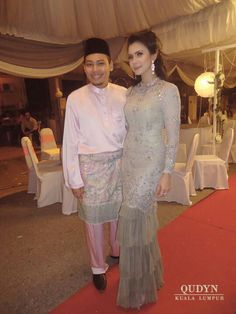 Grey baju kurung for brothers wedding Stunning Dresses, Cute Dresses, Baju Kurung Lace, Model Kebaya, Kebaya Dress, Modern Saree, Engagement Outfits, Traditional Fashion, Muslim Fashion