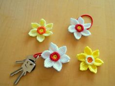 Free crochet pattern daffodil Free crochet pattern daffodil Best Picture For dream gardening For Your Taste You are looking for something and it is going to tell you ex. Single Crochet Stitch, Basic Crochet Stitches, Crochet Basics, Crochet For Beginners, Crochet Motif, Double Crochet, Crochet Flowers, Crochet Hooks, Free Crochet