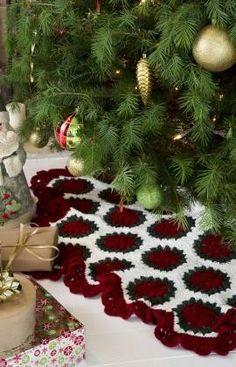 Victorian Tree Skirt Crochet Pattern, Red Heart Christmas tree skirt Tutorial #2013 #crochet #christmas #decorations www.loveitsomuch.com