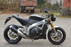 Moto Aprilia tuono v4 cafe-racer faite par un enthousiaste de la marque... moi :-) Visitez le blog.