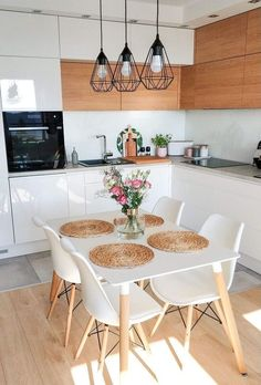 34 Gorgeous Small Kitchen And Dining Room Design Ideas - Just because all you have is a small kitchen, that does not excuse your from bringing room's advantage. The call of small dining room tables had happe. Small Apartment Kitchen, Home Decor Kitchen, Home Kitchens, Kitchen Chairs, Kitchen Ideas, Apartment Living, Kitchen Cabinets, Home Interior, Kitchen Interior